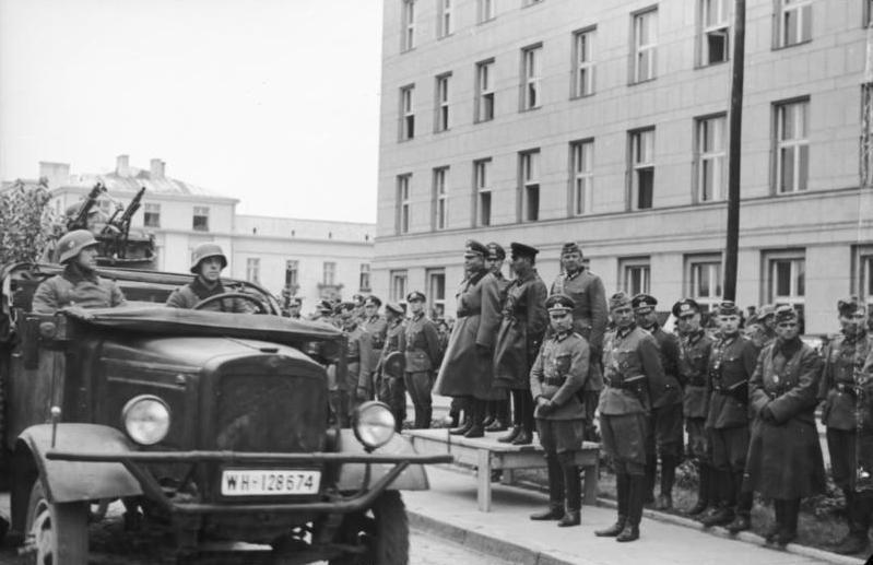 content_Bundesarchiv_Bild_101I-121-0011A-23__Polen__Siegesparade__Guderian__Kriwoschein.jpg