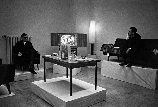 На выставке Герхарда Рихтера и Конрада Люга «Жизнь с поп-культурой. Презентация капиталистического реализма». 1963 год