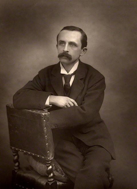 Джеймс Мэтью Барри. Фотография Герберта Роуз Барро. 1892 годNational Portrait Gallery