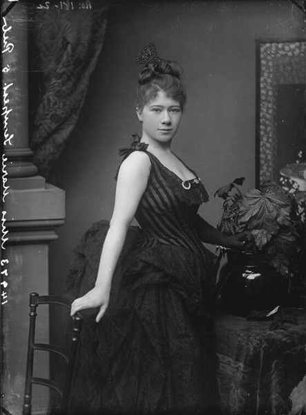 Мари Темпест. Фотография Александра Бассано. 1884 годNational Portrait Gallery