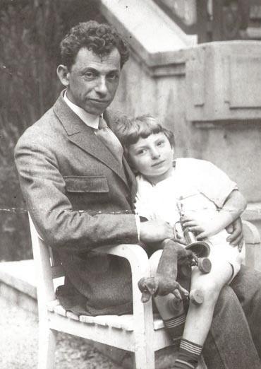 Давид Бергельсон с сыном Львом. 1920-е годы Wikimedia Commons