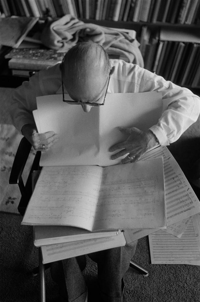 Игорь Стравинский за работой над партитурой к опере «Потоп». 1962 год / © Getty Images