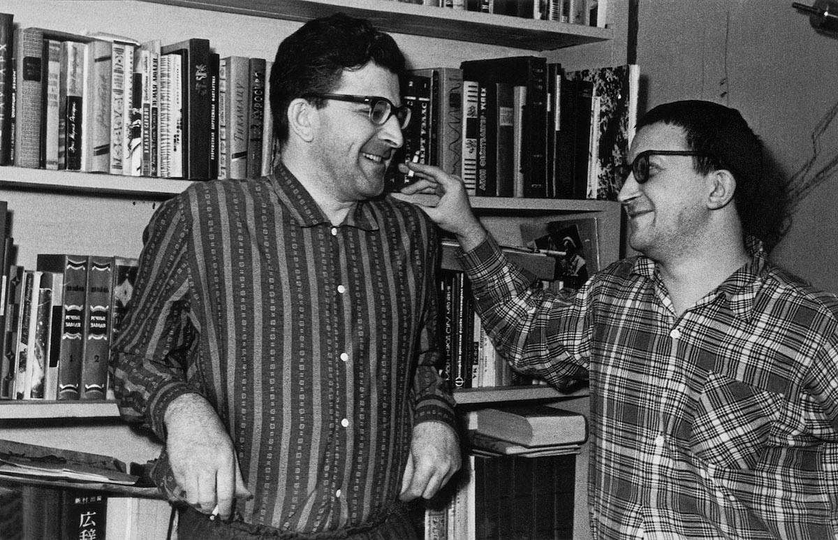 Аркадий и Борис Стругацкие. 1965 год© Фотография из личного архива М. Н. Беркетовой / ТАСС