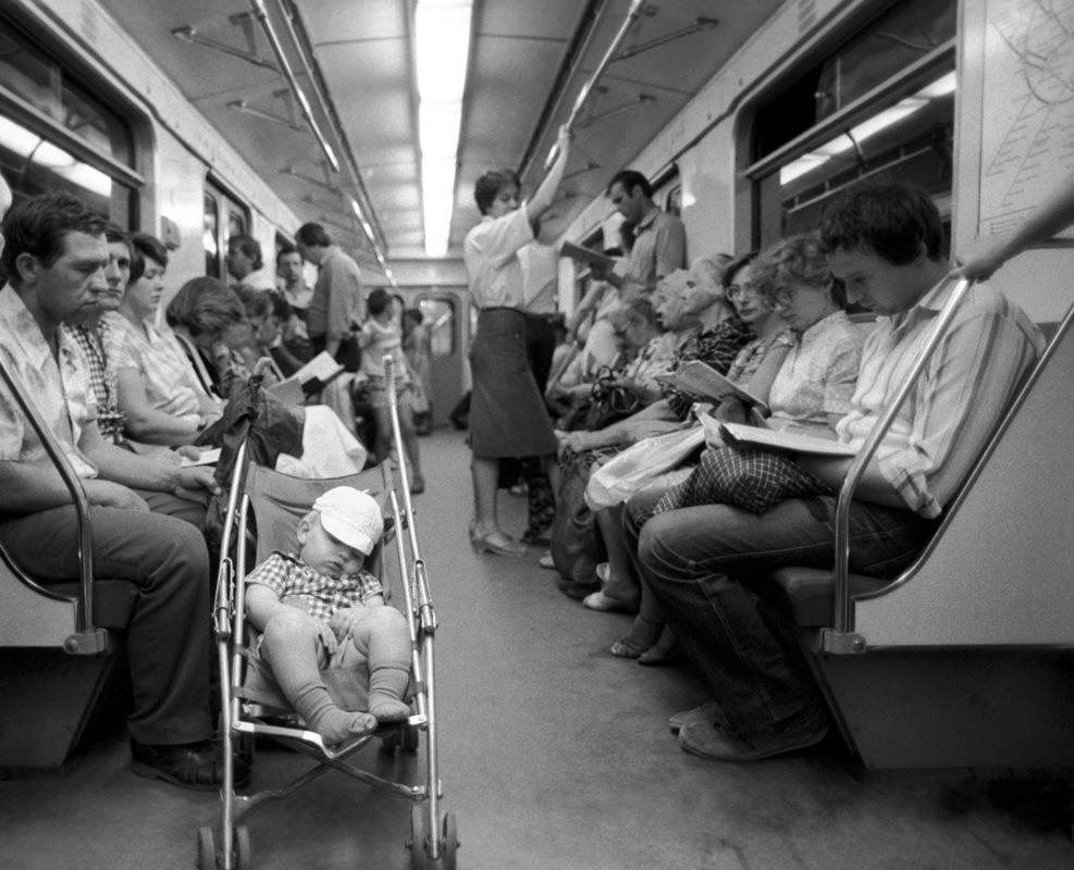 Секс стоя в метро