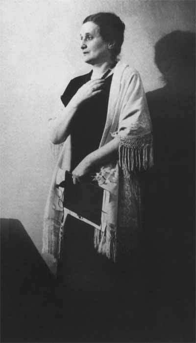 Ахматова на литературном вечере. 1946 год© РГАЛИ