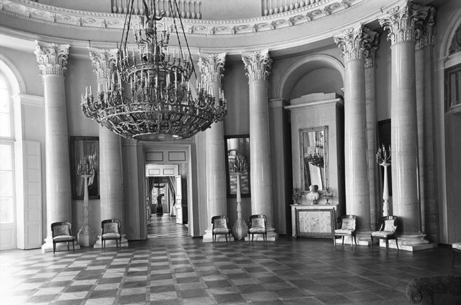 Интерьер Овального зала в музее-усадьбе «Архангельское». 1954 годФотохроника ТАСС